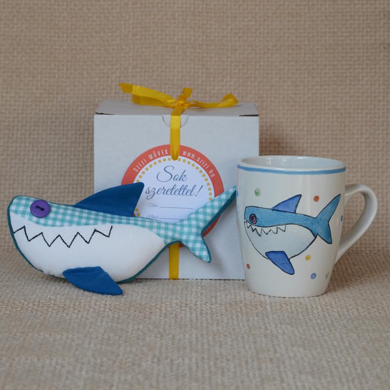 Kézzel festett cápás porcelán bögre gyerekeknek mini plüssállattal