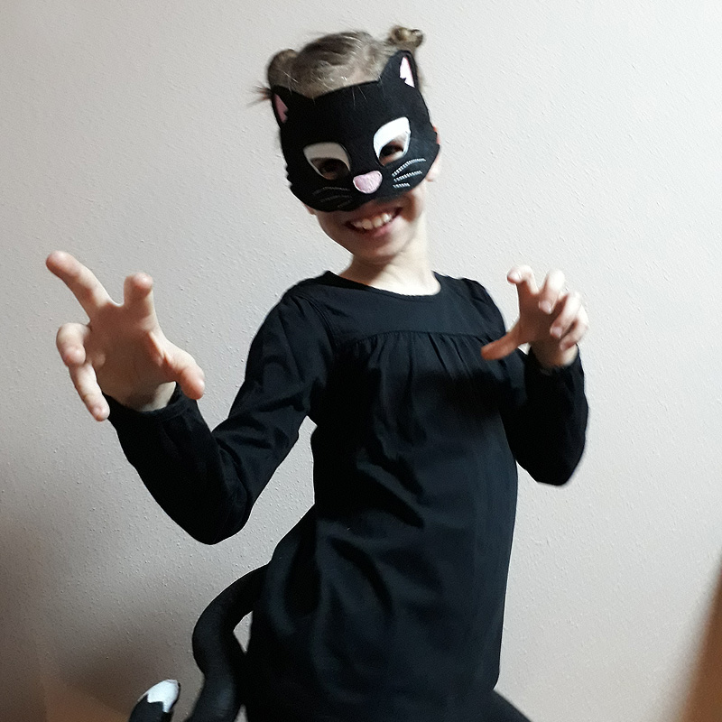 Fekete macska nő