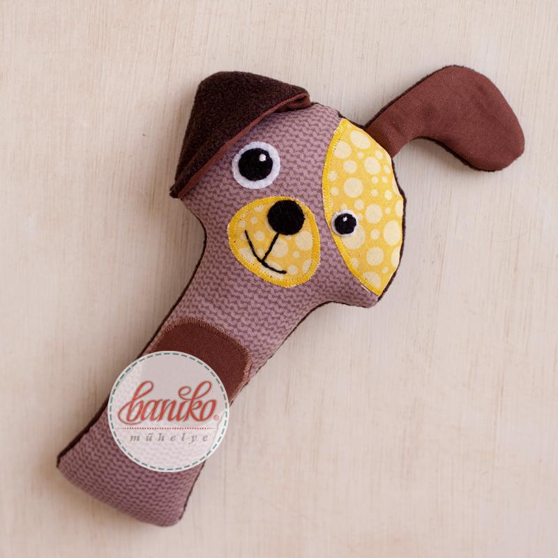 Saját tervezésű, kutya formájú marokfigura, babacsörgő